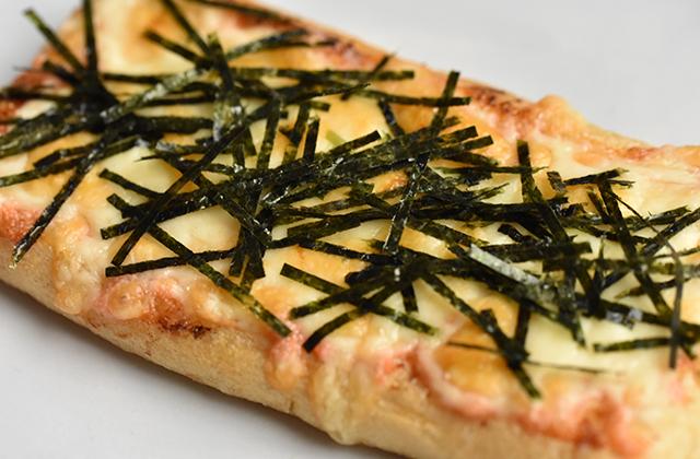 明太マヨの油揚げピザ