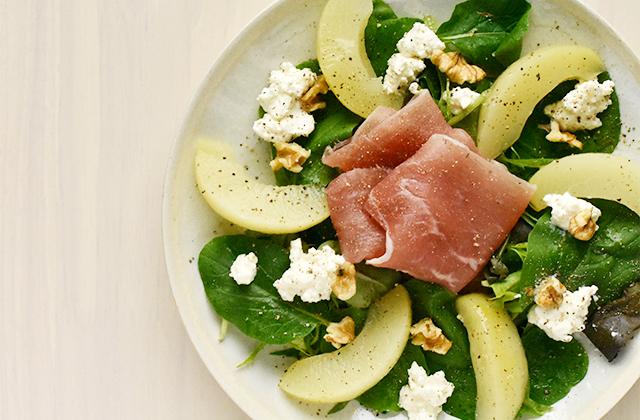 リコッタと桃と生ハムのサラダ
